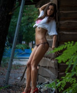 Elena (25)