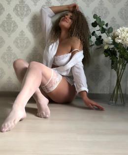 Nicole (25)